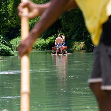 coral_location_activities_canoing_04